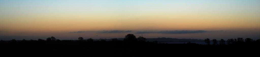 """Kan du spotte Venus? Et tip, den er i venstre billedehalvdel. """"Bjergkæden"""" i baggrunden af billedet er Høje Møn, hvor en del af International Dark Sky Park Møn og Nyord ligger."""
